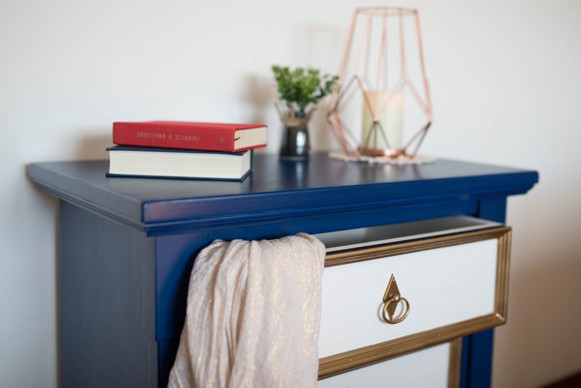 Decorating Your Bedroom Shelves